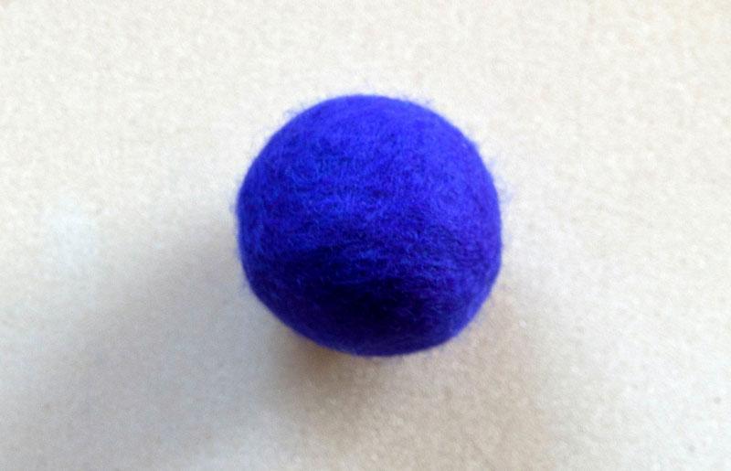 Rasselball blauviolett