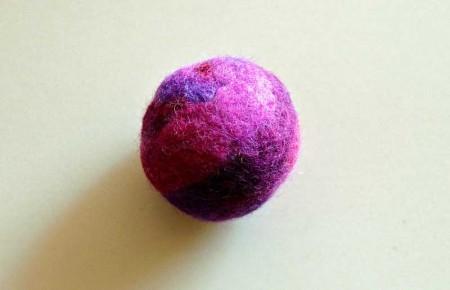 Rasselball rosaviolett