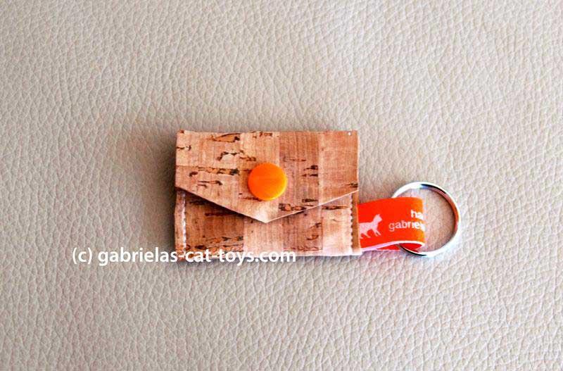 Münztäschlein mit orangem Knopf