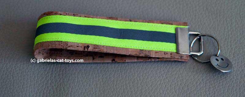 Schlüsselanhänger Reflektorband grün mit Anhänger Smilie